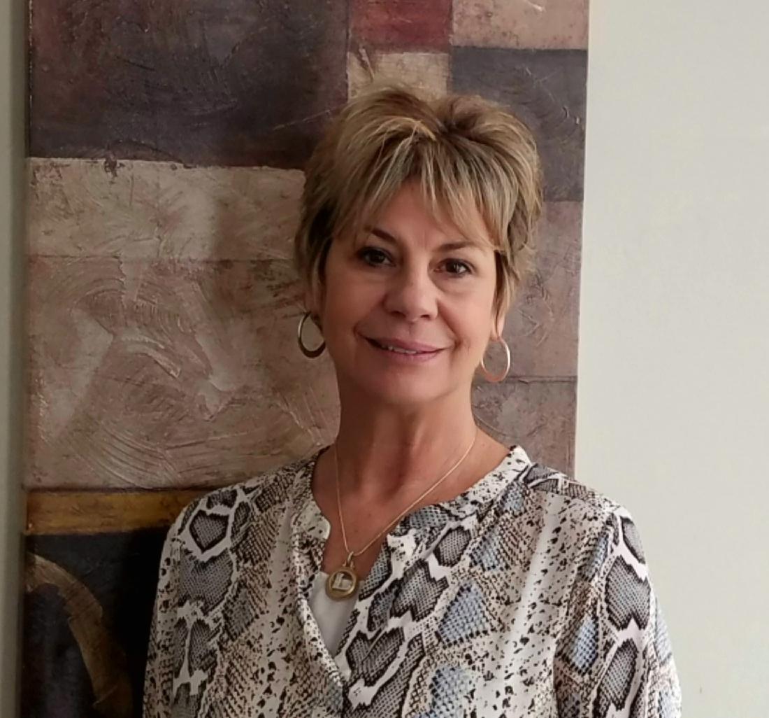 Linda Kirchhof - Office Manager